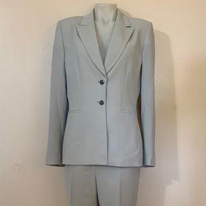 Tahari (Arthur S Levine) Ladies Pant Suit Sz 10